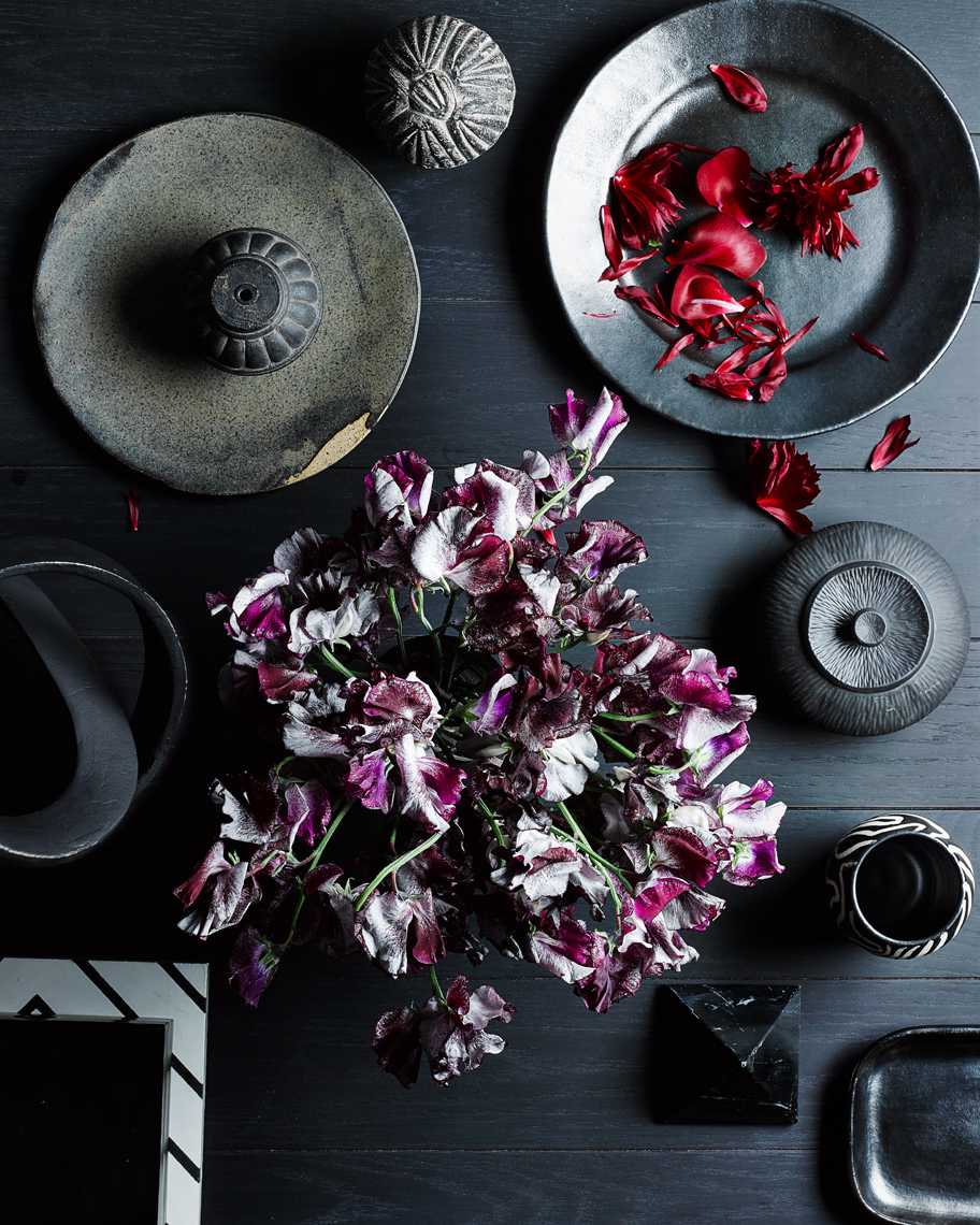 Andrew-McCaul_Still_Life_Table_DarkFlower_4x5